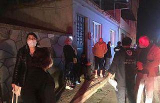 Bursa'da karantinada olan ailenin evi yangında...