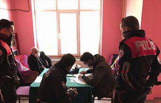 Kahvehanede Kovid-19 tedbirlerine uymayan 16 müşteri...