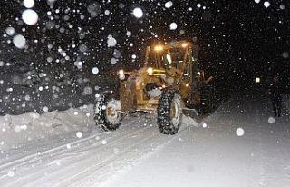Bursa'da kar yağışı nedeniyle mahsur kalan...