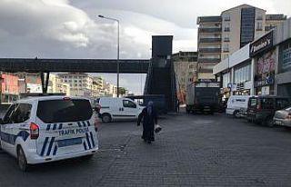 Bursa'da geri manevra yapan kamyonun altında...