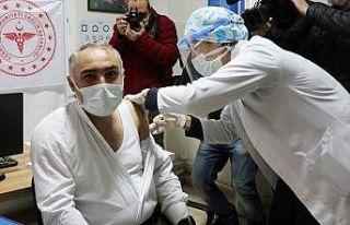 CoronoVac aşısının ilk dozu sağlık çalışanlarına...