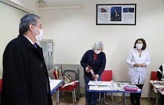 Edirne'de halk eğitim kursları salgın tedbirleriyle...