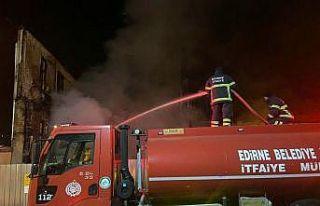 Edirne'de yangın enkazında yeniden alevlenen...