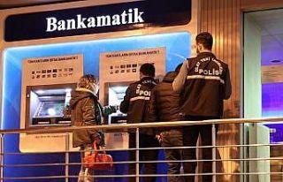 Esenler'de ATM'nin kartını yutmasına...