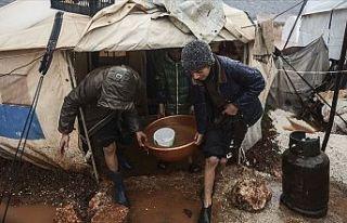 İdlib'de yerinden edilen 50 bin sivilin çadırı...