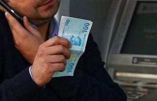 Kendisini polis olarak tanıtan kişiye 30 bin lirasını...