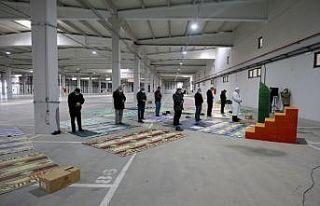 Kırklareli'nde cuma namazı kapalı pazar yerinde...