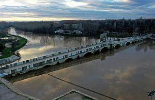 """""""Kırmızı alarm"""" seviyesini koruyan Tunca Nehri'nin..."""