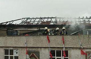 Kocaeli'de bir binanın çatısında çıkan...