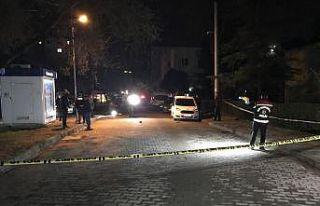 Kocaeli'de silahlı saldırıya uğrayan 2 kişi...