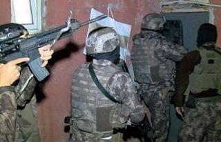 Sakarya'da DEAŞ operasyonunda yakalanan 8 şüpheliden...