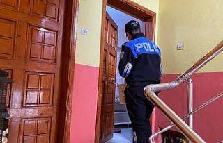 Sakarya polisi ev ev gezerek vatandaşları hırsız...