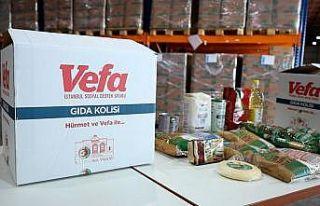 Vali Yerlikaya gıda kolisi dağıtımı kapsamında...