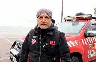 Yalova'da denizde kaybolan gencin arama çalışmalarından...