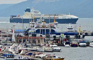 Çanakkale açıklarında yangın çıkan Ro-Ro gemisi...