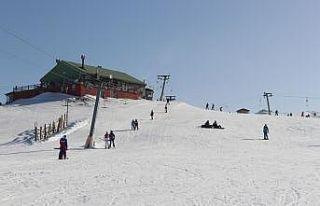Uludağ'da geç başlayan kayak sezonunun mart sonuna...