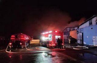 Bursa'da karton fabrikasında çıkan yangın söndürüldü
