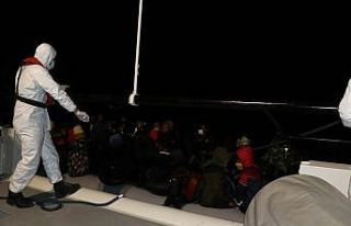 Balıkesir açıklarında Türk kara sularına itilen...
