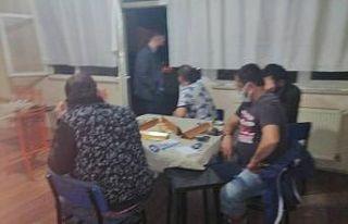 Bursa'da spor kulübü lokalinde kumar oynayan...