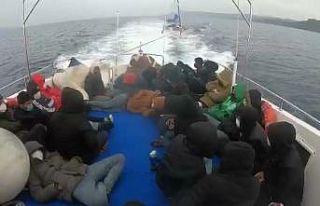 Çanakkale açıklarında Türk kara sularına itilen...