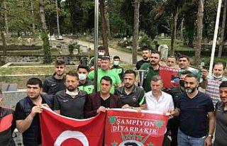 Diyarbekirsporlu futbolcular, şampiyonluk kupasıyla...