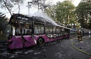 Sarıyer'de park halindeki otobüste çıkan yangın...