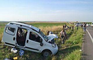Edirne'de 7 kişinin yaralandığı kazada bir yaralının...