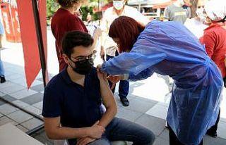 Kırklareli'nde sağlık çalışanlarının...