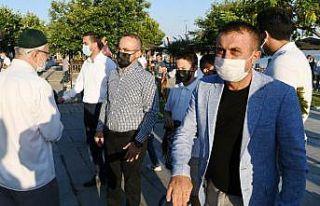 AK Parti Grup Başkanvekili Turan, bayram namazını...