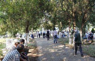 Bilecik'te ilçe halkı toplu mezarlık ziyareti...