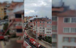 Bursa'da apartmanda çıkan yangın hasara yol...