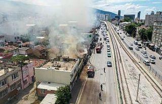 Bursa'da çıkan yangında 3 ev kullanılamaz...