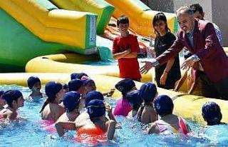 """Bursa'da """"Neşeli havuzlar, mutlu çocuklar..."""