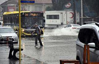 Bursa'da sağanak etkili oldu