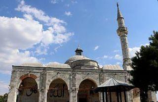 Edirne'de tarihi Muradiye Cami avlusunda semazenler...