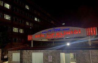 Fatih'te hastane önünde 3 kişi silahla yaralandı