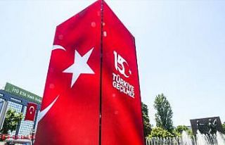 İstanbul ve Ankara'da kurulan led kulelerde,...