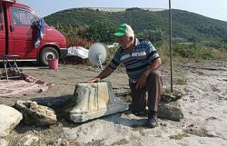 İznik Gölü'nde bulunan sütun başlığı...