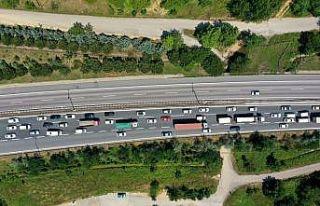 Kocaeli'de bayram tatili nedeniyle akıcı trafik...
