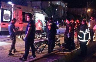 Kocaeli'de otomobille hafif ticari araç çarpıştı:...
