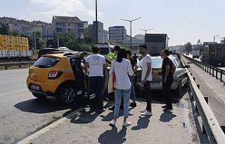 Kocaeli'de taksi emniyet şeridinde park halindeki...