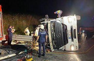Kuzey Marmara Otoyolu'nda tır devrildi: 2 ölü