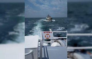 Marmara Denizi'nde makinesi arızalanan tekne...
