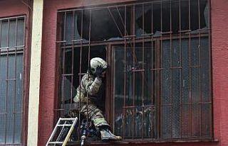 Zeytinburnu'nda yangın çıkan atölyenin bulunduğu...