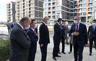 Adalet Bakanı Gül Edirne'de adliye personeliyle...