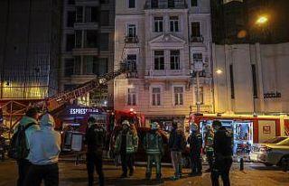 Beyoğlu'ndaki iş merkezinde çıkan yangın...