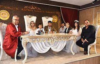 Edirne'de 5 dakika arayla evlenen kuzenler birbirlerinin...