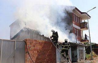 Edirne'de yangın çıkan müstakil ev kullanılamaz...