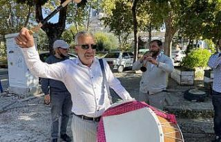 Edirne'ye gelen turistleri davul zurna ekibi...