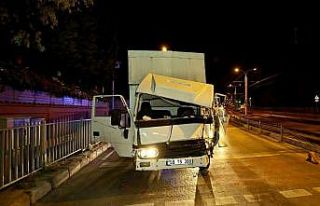 İstanbul'da ambulansla çarpışan kamyonetin...